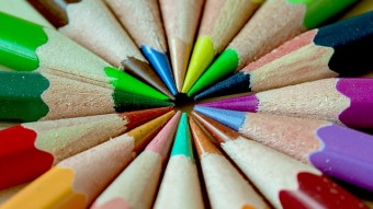 colored pencils to illustrate importance of choosing right colors for website design