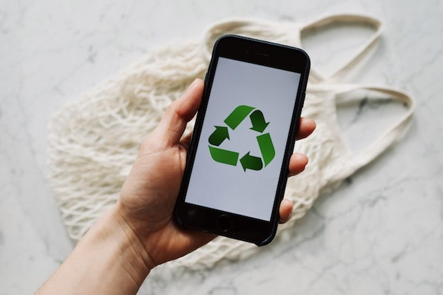 Recycle symbol on smartphone