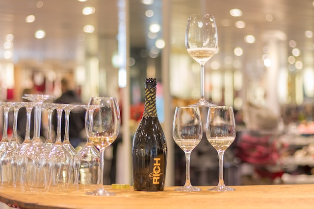 Wine pobble with wine glasses at shopping event