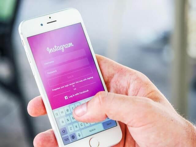 logging into Instagram on smartphone