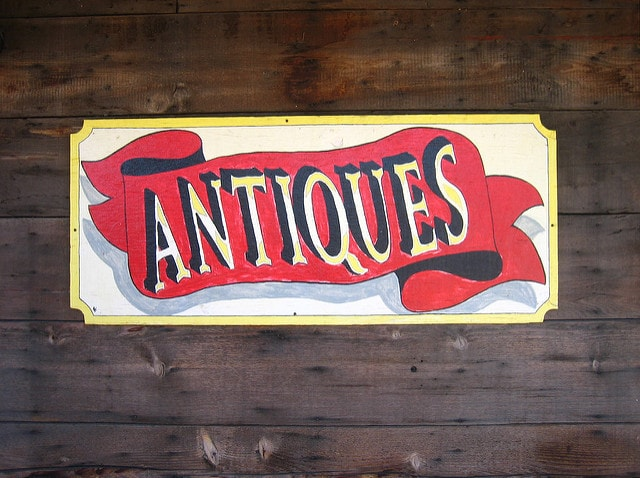 Domaining Antiques Sign