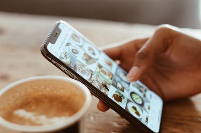 Suggerimenti per il marketing tramite e-mail Instagram su smartphone