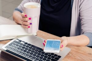 entrepreneur-phone-coffee-comptuer