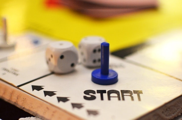 Get Online Gameboard Start with Dice