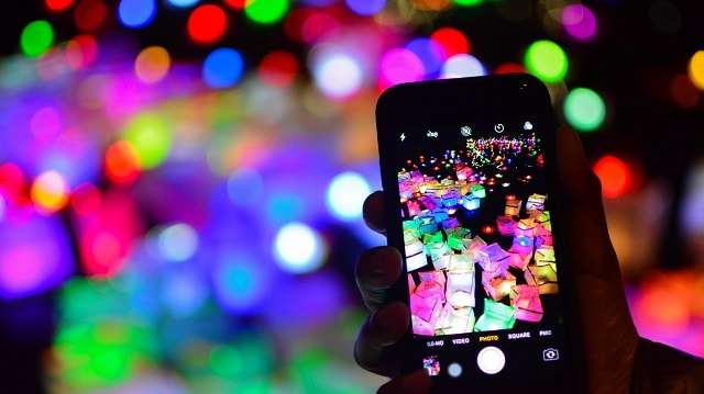 Holiday Marketing Campaign Content Social Media Smartphone