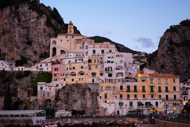 How to Start a Travel Blog Cliffside Town