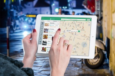 Map on Tablet Illustrates Local SEO Stats