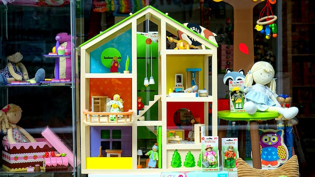 Sell Toys Online Shop Window
