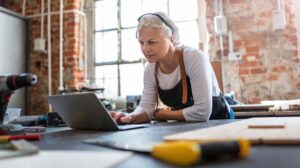 Why WordPress Female Entrepreneur in Workshop on Laptop